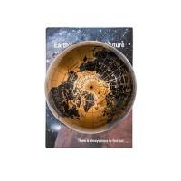 Glob pamantesc auriu Bebeking ce leviteaza pe carte